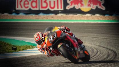 foto: MotoGP | Márquez baila en el GP de España mientras sus rivales ruedan por los suelos