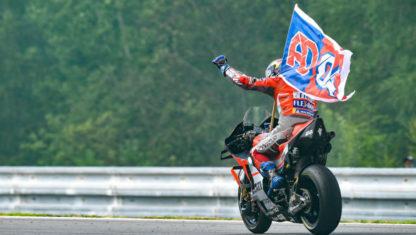 foto: Doviziosogana el Gran Premio de MotoGP de la República Checa mientras el líder Márquez tiene que conformarse con un tercer puesto