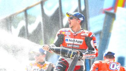 foto: MotoGP: Lorenzo gana en Austria tras una emocionante batalla final con el líder Márquez