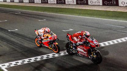 foto: Gran Premio de Catar de MotoGP 2019: 'Dovi' vuelve a ganar a Márquez sobre la línea de meta