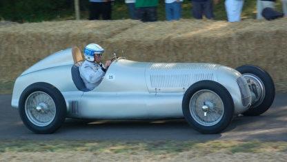 foto: ¿Por qué son plateados los Mercedes de competición?