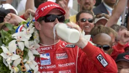 foto: ¿Por qué bebe leche el ganador de las 500 Millas de Indianápolis?