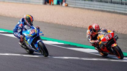 foto: GP Gran Bretaña MotoGP: Épica victoria de Rins ante Márquez