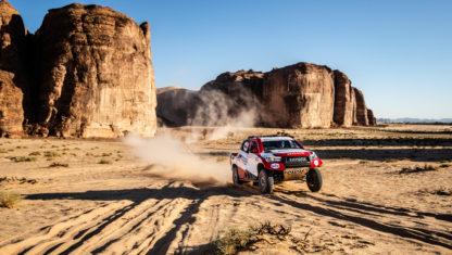 foto: Alonso y Coma, ensayo general en Arabia Saudí previo al Dakar