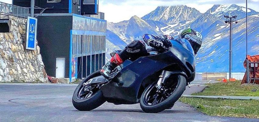 Viñales se sube a una moto dos meses después de su accidente